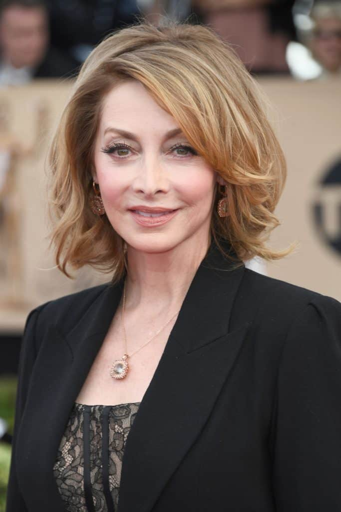 Sharon Lawrence posing