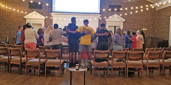Students Worshiping in Leon Russell Chapel